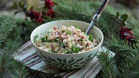 Роспотребнадзор советует готовить салаты дома на Новый год