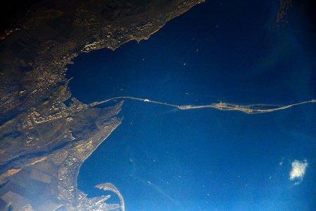 Космонавт Антон Шкаплеров опубликовал фото Керченского моста с МКС