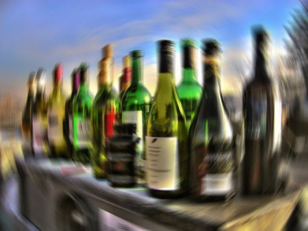 Составлен рейтинг вызывающих самое сильное похмелье напитков