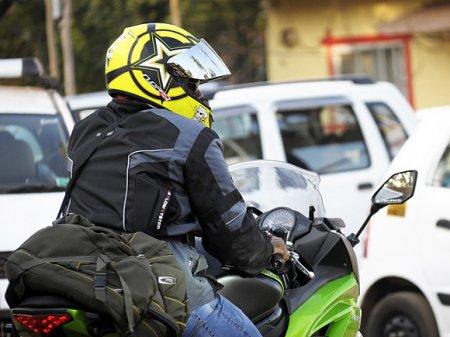 На Ленинском проспекте потерпел аварию мотоциклист