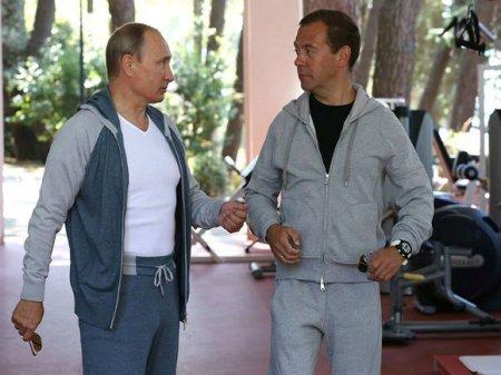 Путин и Медведев поздравили сборную России с попаданием в 1/4 финала ЧМ (фото)
