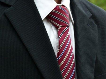 Ученые: Даже несколько минут ношения галстука ухудшают кровоснабжение головного мозга