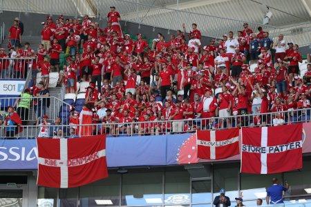 """ФИФА оштрафовала Данию за """"большие сиськи"""" на трибунах ЧМ"""