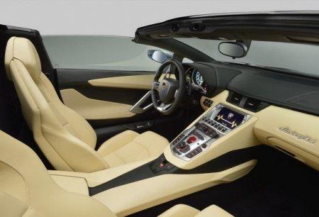 На Новом Арбате водитель на Lamborghini врезался в Bentley и Gelandewagen
