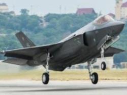 Пентагон приостановил полеты F-35