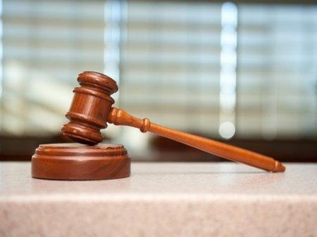 Суд в Петербурге смягчил наказание активисту за выбитый зуб полицейского